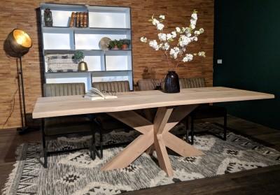 Baumkantentisch-2-Lamellen-Wildeiche-Natur-geoelt-XX-Holzfuss