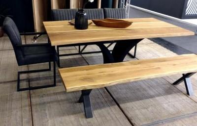 Baumkantentisch-3-Lamellen-Wildeiche-Natur-geoelt-Sitzbank-X-Metallbeine