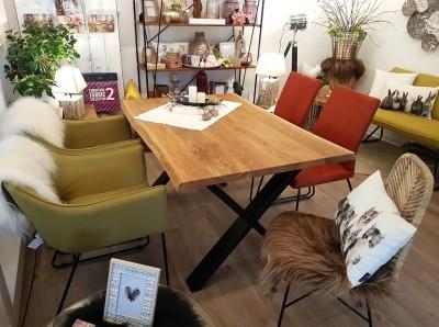 Esstisch-Wildeiche-Baumkante-Ansteckplatte-Schalenstuhl-TomTailor-Wohntrend