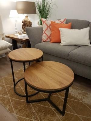 Ausstellung-Couch-Beistell-Tisch-Sofa-Kissen-lampe